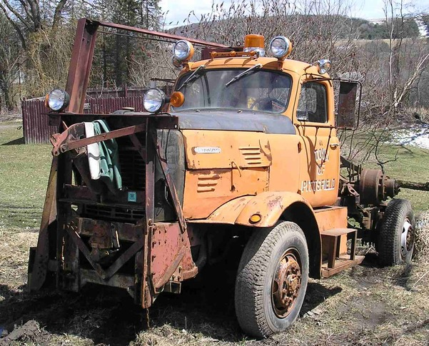 http://www.badgoat.net/Old Snow Plow Equipment/Trucks/Oshkosh Plow Trucks/Oshkosh Trucks/GW601H485-7.jpg